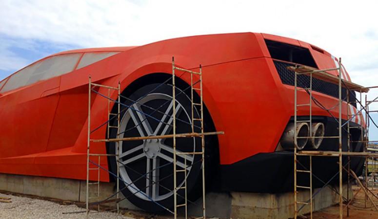 ФК «Анжи» подарили 25-метровый памятник Lamborghini