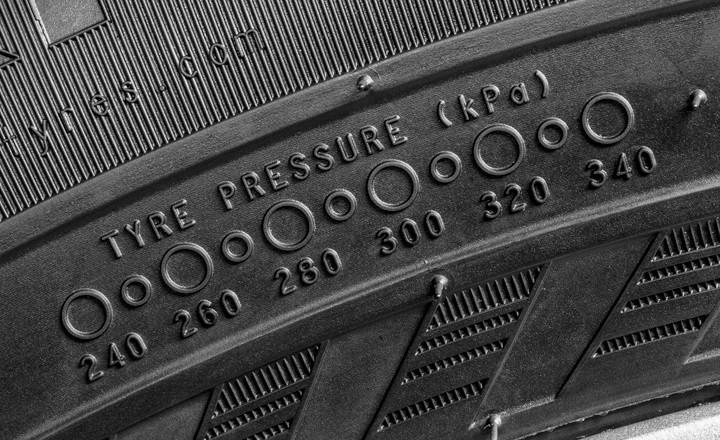 Как давление в шинах влияет на расход и безопасность?