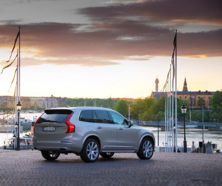 Volvo XC90 использовали в качестве кортежа на королевской свадьбе в Швеции