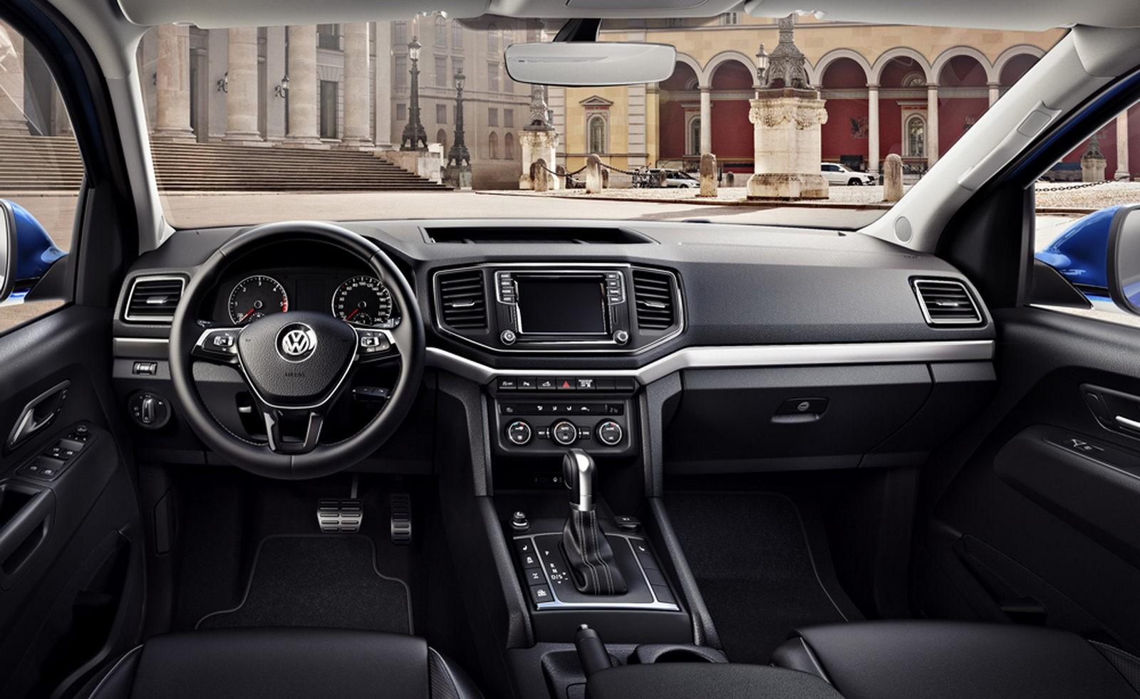Обновленный Volkswagen Amarok показал свой интерьер