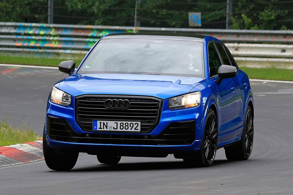 Будущий Audi SQ2 SUV наматывает тестовые километры Нюрбургрингской трассы