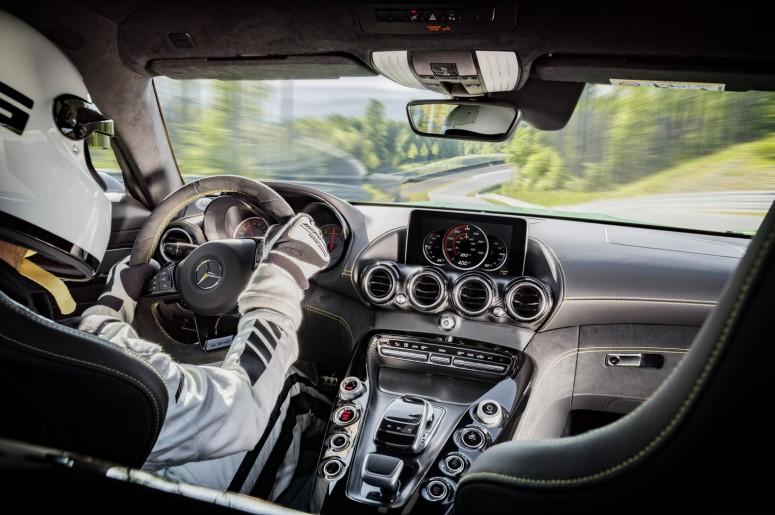 Злой Mercedes-AMG GT R с цветом Халка