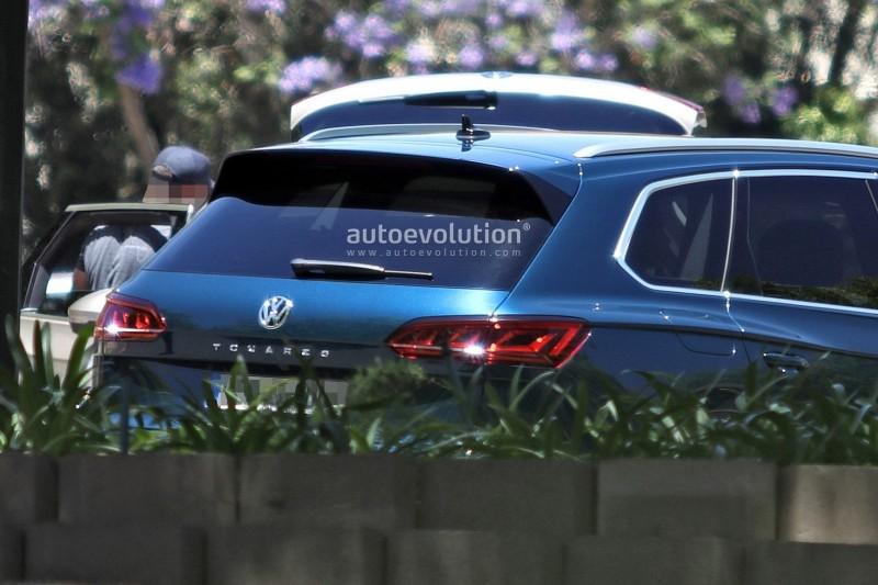 2019 Volkswagen Touareg попался фотошпионам без камуфляжа