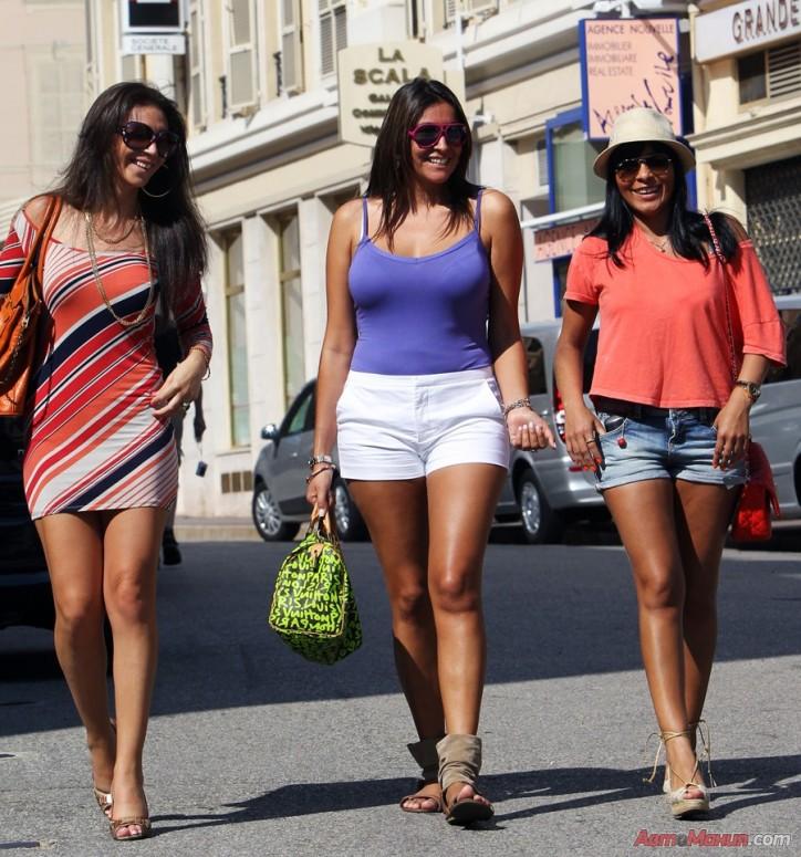 Street dancing midget vs sexy latina