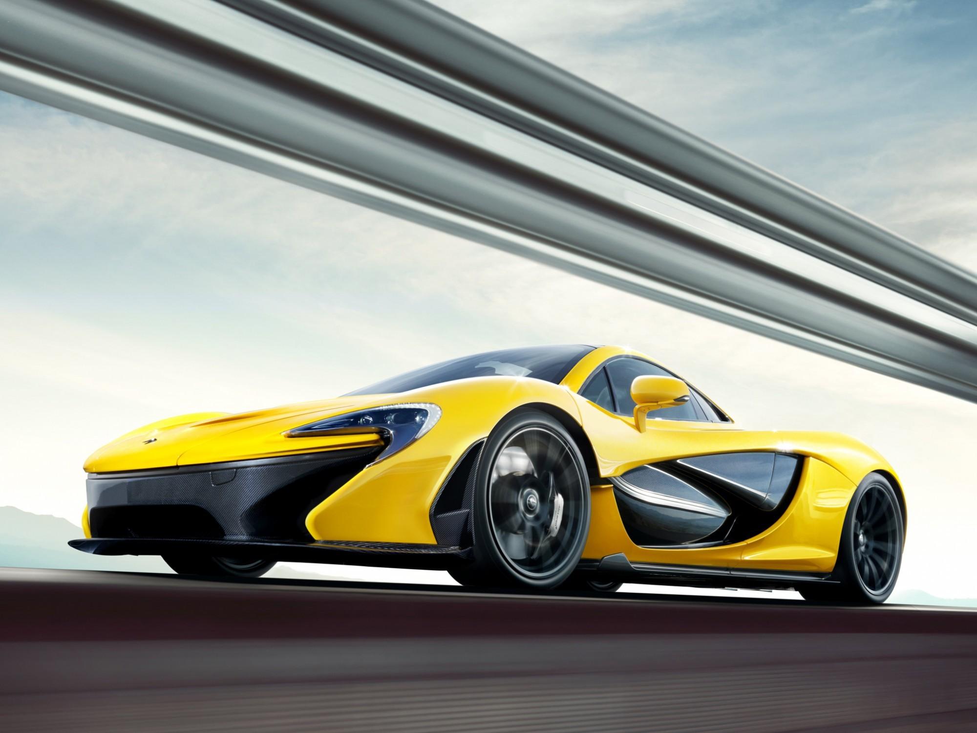 В сети появились официальные фотографии серийного McLaren P1. Он