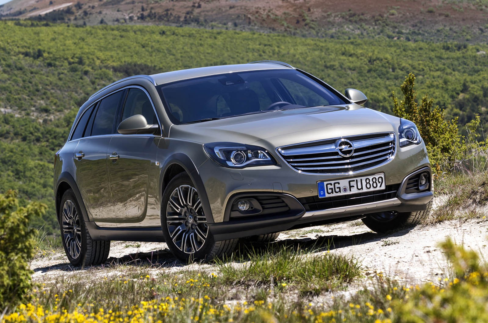 http://avtomaniya.com/pubsource/photo/6364/opel-insignia-country-tourer-1jpg.jpg