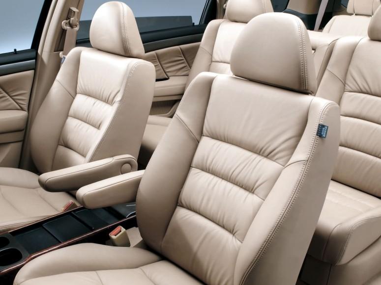Johnson Controls предлагает облегчить передние сидения на 5 кг