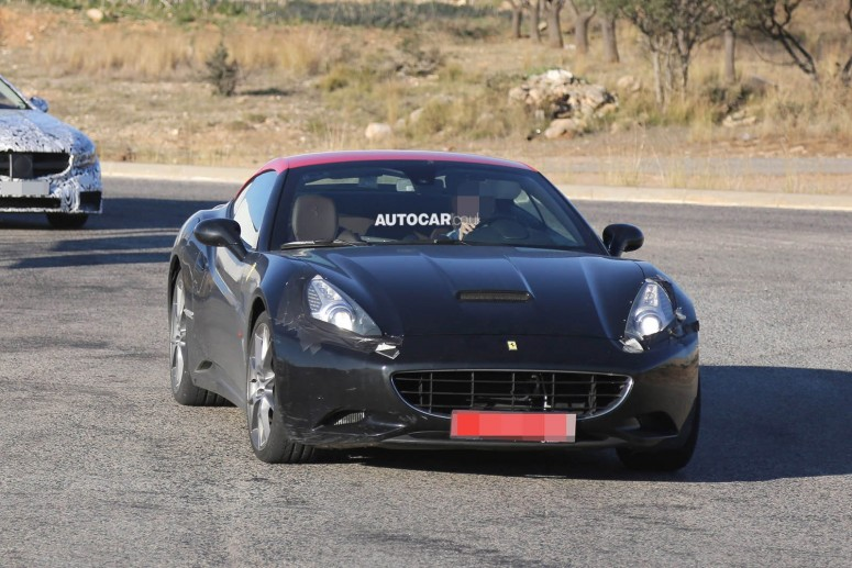 Замену Ferrari California поймали фотошпионы