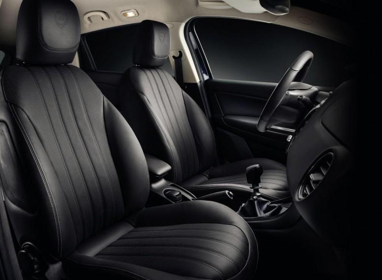 Lancia Delta обновилась к новому модельному году