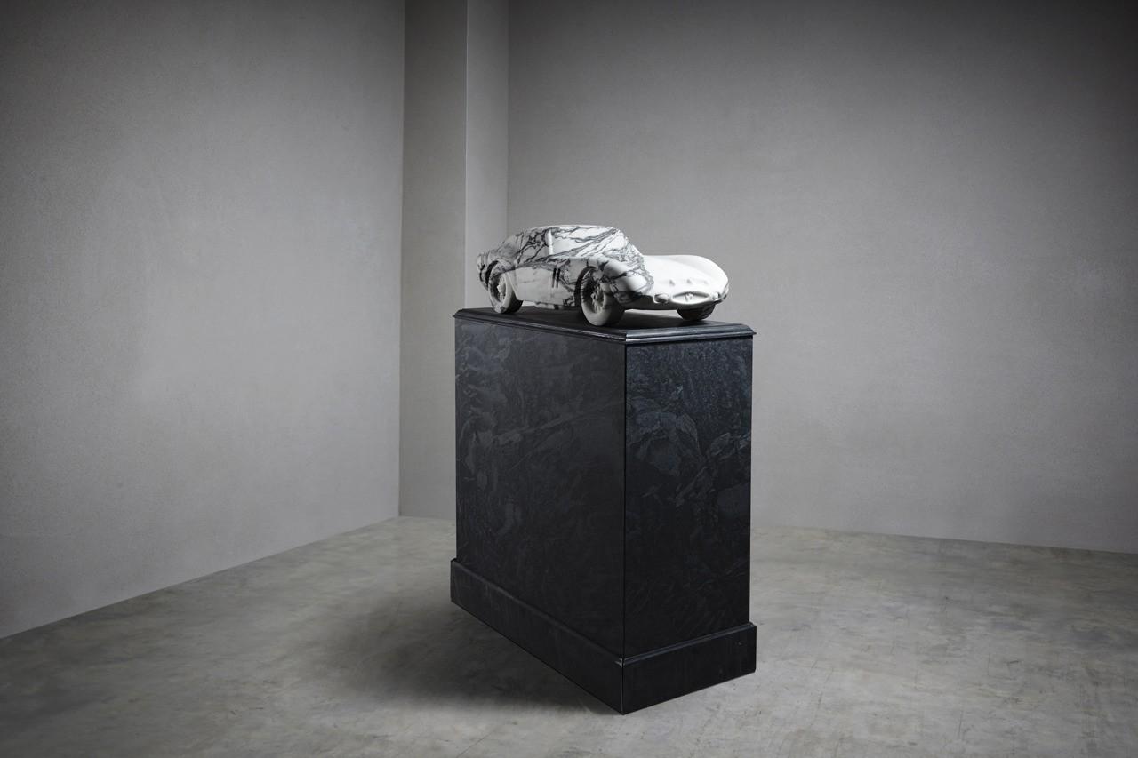 За Ferrari из мрамора просят 000 [фото]